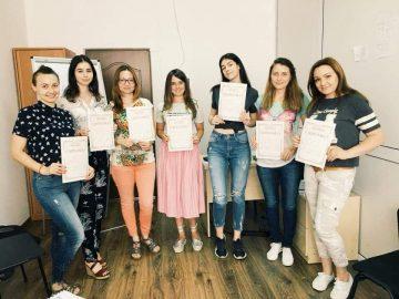 """Profesori de limbă engleză  """"Centrul de Limbi Europene Oratorica""""/ Chișinău"""