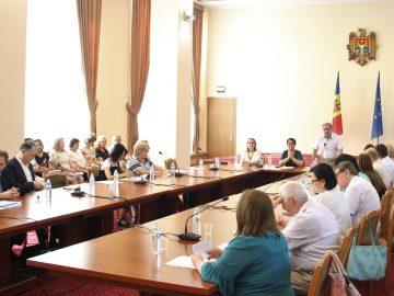 Consiliul Național pentru Curriculum a aprobat noua generație de curricula modernizate la disciplinele din treapta gimnazială și treapta liceală
