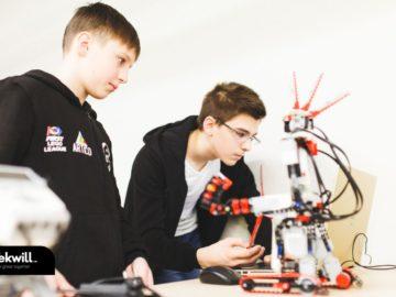 """Concurs de extindere și consolidare a rețelei de instituții educaționale din cadrul Programului Național de studiere a roboticii """"Roboclub"""""""