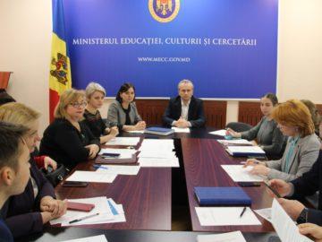 Testarea națională în învățământul primar se va realiza în baza noilor programe de examen aprobate de Comisia Națională de Examene