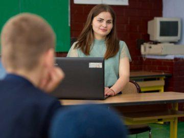 Fundaţia Orange Moldova a desemnat câștigătorii celei de a 5-a ediţii a concursului Burse de Excelenţă pentru profesorii de informatică, matematică şi fizică