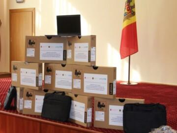 105 de unități de tehnică de calcul vor ajunge în instituțiile de învățământ general din țară