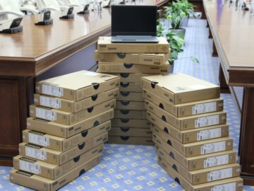 """MECC demarează repartizarea celor 10 000 de laptopuri achiziționate în cadrul Proiectului """"Reforma Învățământului în Moldova"""""""